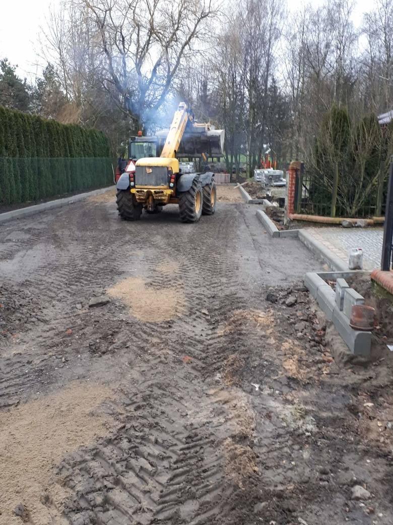 Prace na drogach w gminie toczą się, ponieważ sprzyja pogoda