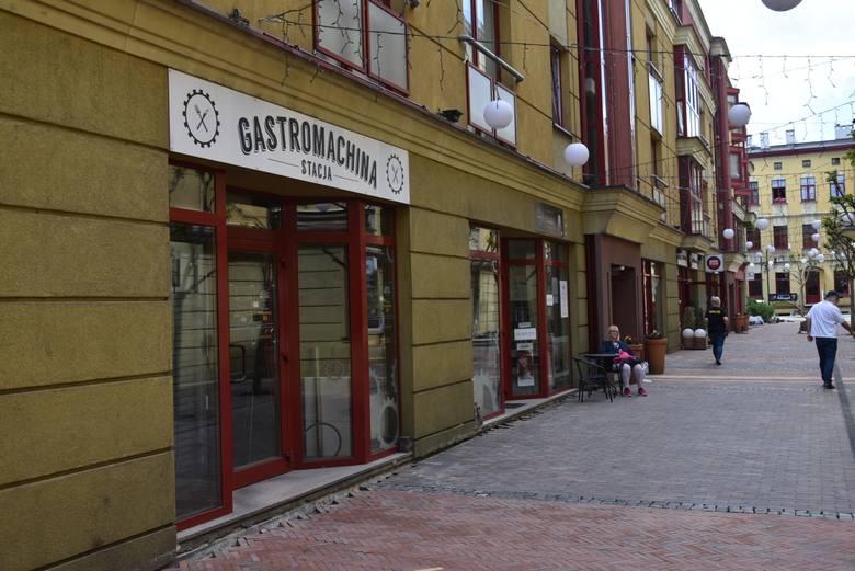 """Ta """"Gastromachina Stacja"""" już nie istnieje. Działa nadal """"Centralna Gastromachina"""".Dla smakoszy burgerów smutna może być wiadomość o zamknięciu """"Gastromachiny"""