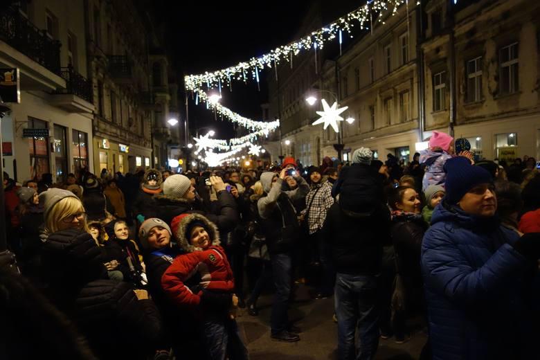 Zabłysnęła świąteczna iluminacja ulicy Piotrkowskiej [ZDJĘCIA]