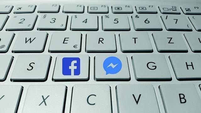 Facebook wprowadza tajne rozmowy: jak korzystać? Producenci komunikatorów chcą coraz bardziej zabezpieczać rozmowy internautów. Szyfrowanie w aplikacji