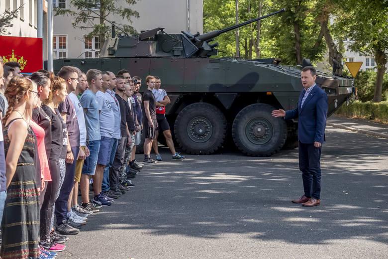 Każdy, kto chciał spróbować swoich sił w wojsku mógł na jeden dzień wcielić się w rolę żołnierza. Centrum Szkolenia Wojsk Lądowych w Poznaniu przygotowało
