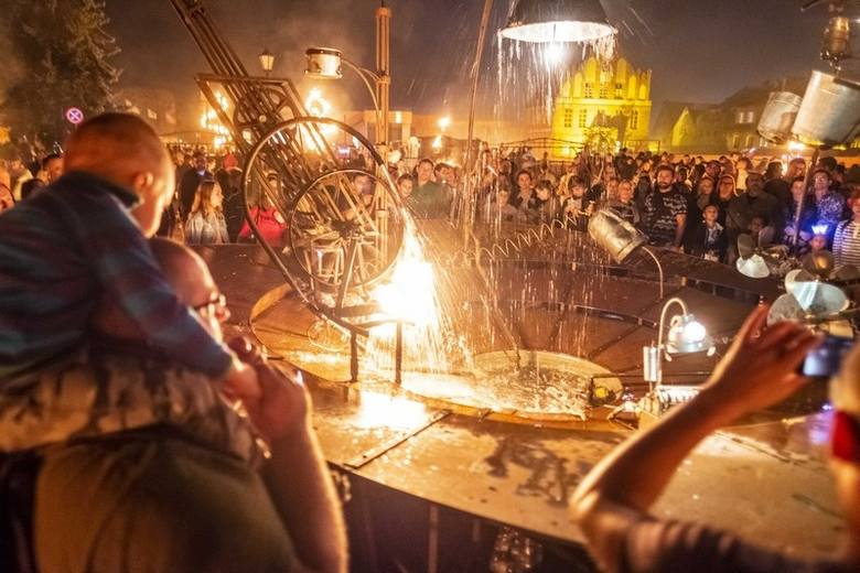 Bella Skyway Festival 2019. Miłośnicy toruńskiego Festiwalu Światła już mogą sobie planować letni urlop. Jedenasty Bella Skyway Festival odbędzie się