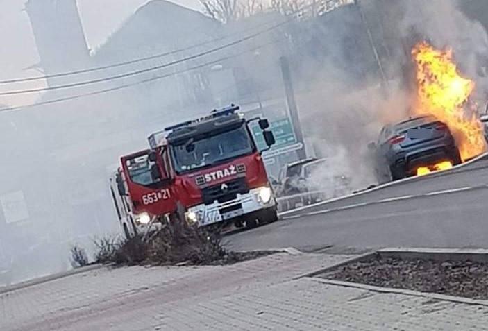 Płonęło bmw na ulicy Traugutta w Rydułtowach