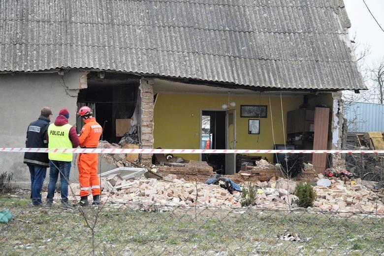 Prawdopodobnie rozszczelnienie butli z gazem było przyczyną wybuchu, który zniszczył jednorodzinny dom w Kołodziejewie. Jedna osoba została poszkodowana.