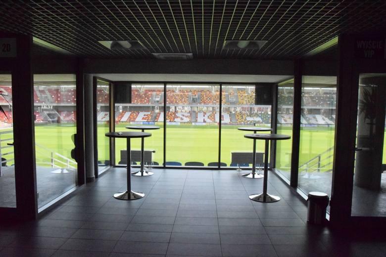 Stadion Miejski w Bielsku-Białej od kuchni. Zobaczcie jak wygląda widownia, szatnie, loże VIP i całe zaplecze techniczne.Zobacz kolejne zdjęcia. Przesuwaj