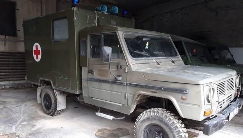 Samochód sanitarny 4-noszowy TARPAN -IVECO (nosze - 4 szt.)Ilość:1NR fabryczny:SUR012800420Rok produkcji:1994Cena:4000 Zobacz kolejne zdjęcia. Przesuwaj