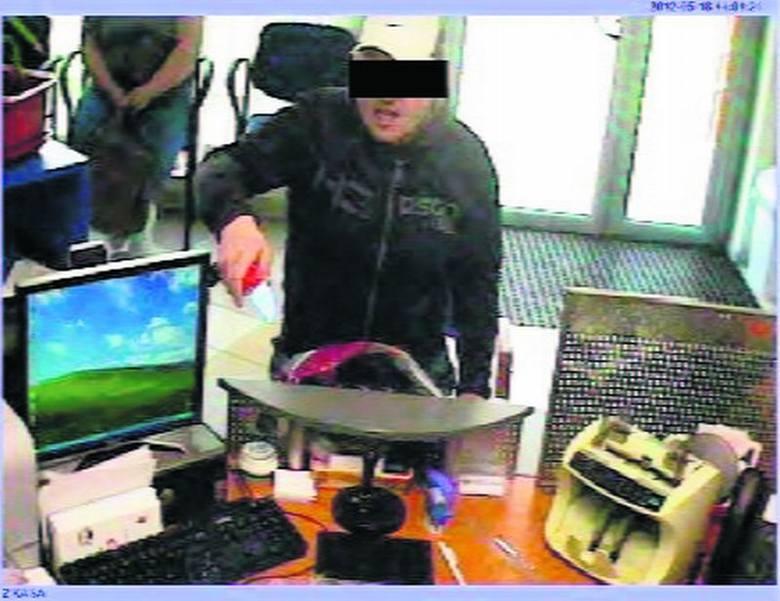 Nożem sterroryzował kasjerkę w banku