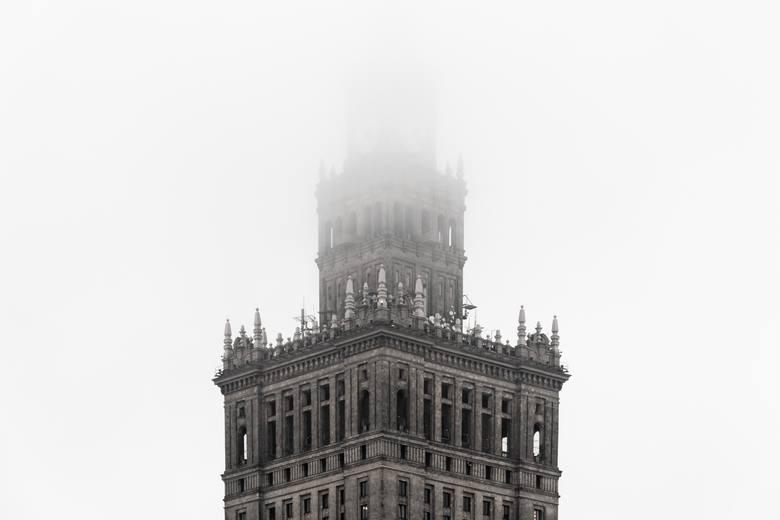 Warszawski smog wciąż nie jest uważany za zagrożenie dla zdrowia przez tylu mieszkańców tego miasta, co np. w Krakowie.