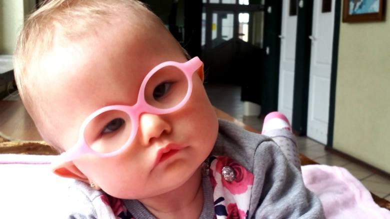 Wiktoria ma 11 miesięcy, więc powinna już siedzieć i śmiać się. Ale nie może, bo cierpi na bardzo rzadką chorobę - zespół Moebiusa