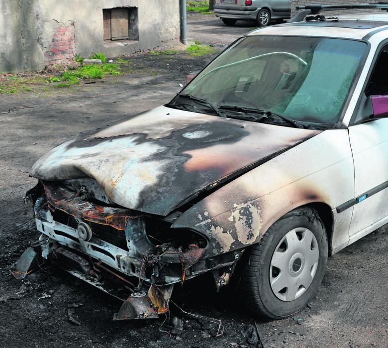 Podpalenie przy ul. Żagańskiej? W ubiegły weekend doszło do pożaru samochodu zaparkowanego na jednym z podwórek.