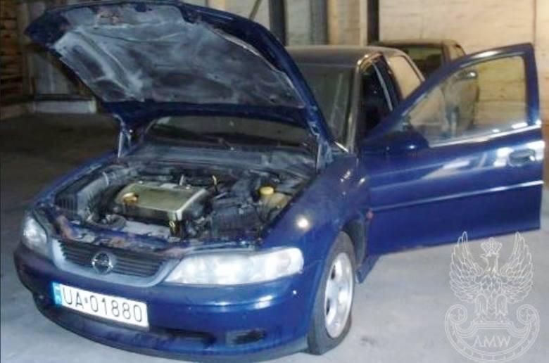 Samochód osobowy OPEL VECTRA BX 1,6 XELIlość:1NR fabryczny:WOLOJBF19YP105101Rok produkcji:2000Cena:800