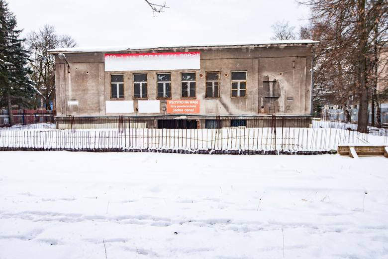 Niszczejący budynek na os. Teatralnym w Krakowie