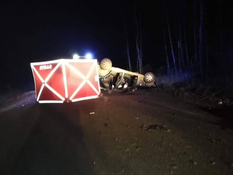 Dwie osoby zostały ranne, a jedna zginęła w wyniku wypadku, do którego doprowadził pijany kierowca. 28-latek prowadził auto, mając 1,2 promila alkoholu