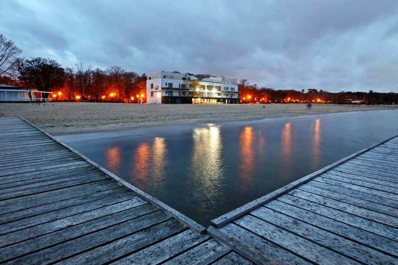 Dawna Zatoka Sztuki na plaży w Sopocie, zdjęcie archiwalne z 2015 roku