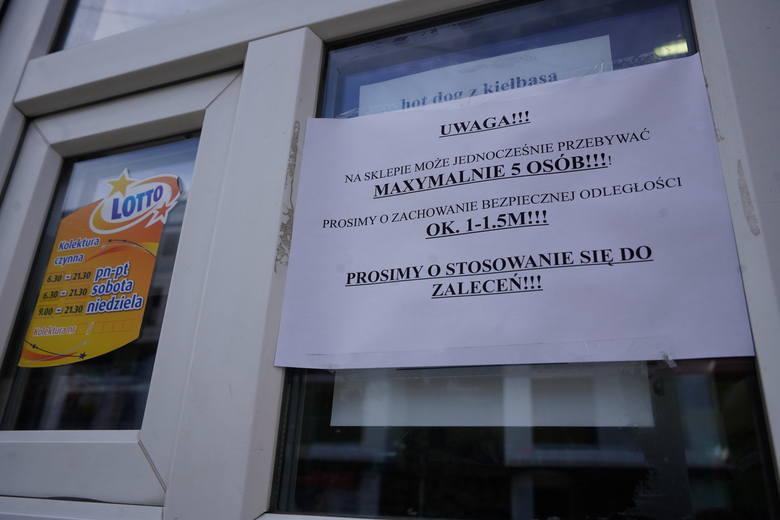 Koronawirus w Poznaniu. Jak działają sklepy, apteki i urzędy? Wprowadzono specjalne środki bezpieczeństwa