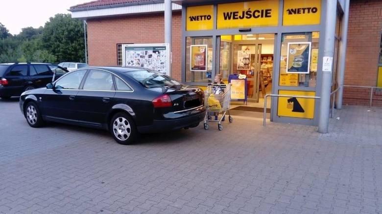 Ten autodrań prawie zablokował wjazd do marketu w Krośnie Odrzańskim. Niektórzy klienci byli w niemałym szoku, wyjeżdżając z marketu i o mało nie zderzając