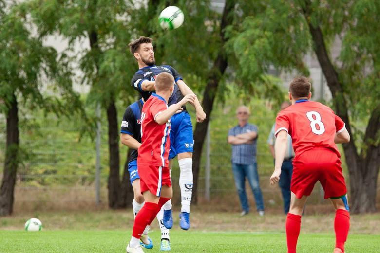 Piłkarze Pomorzanina wygrali 2:0 z Zawiszą. Formalnie toruński klub był gospodarzem spotkania, ale odbyło się ono na stadionie w Bydgoszczy. Obie bramki