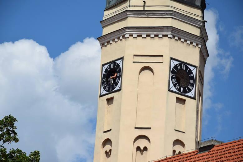 W Zielonej Górze nie będziemy się spóźniać, zegary wróciły na wieżę [WIDEO]