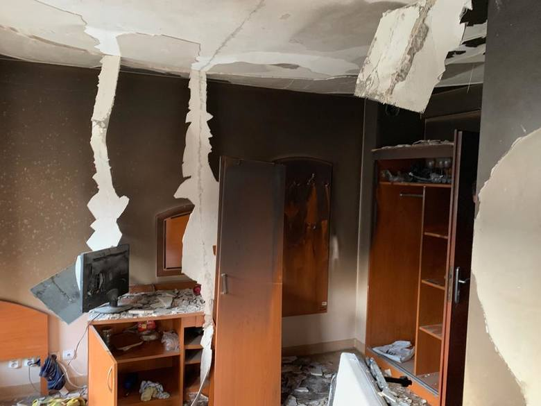 W jednym z ośrodków wypoczynkowych w Dąbkach doszło do groźnego pożaru.- Pożar został zauważony na monitoringu. Po przybyciu na miejsce ogień szybko