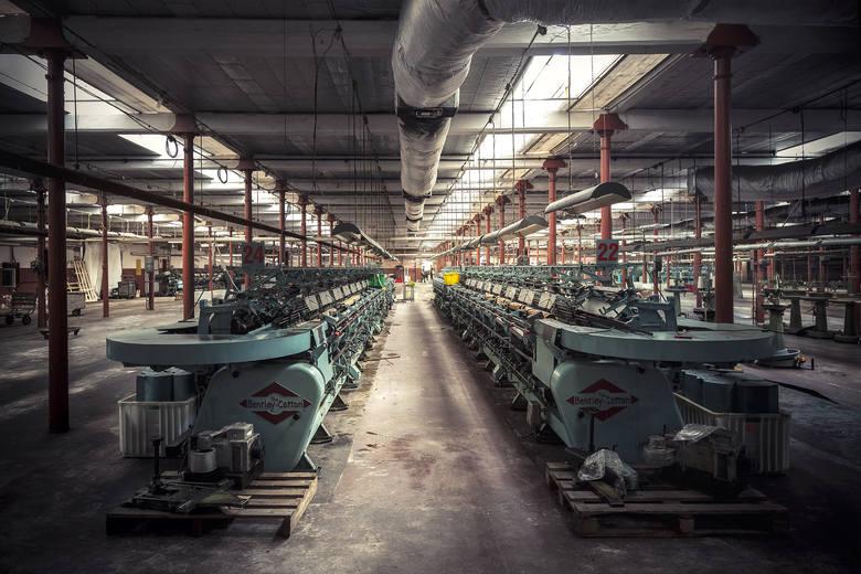 W tych fabrycznych wnętrzach pozostała historia Łodzi...