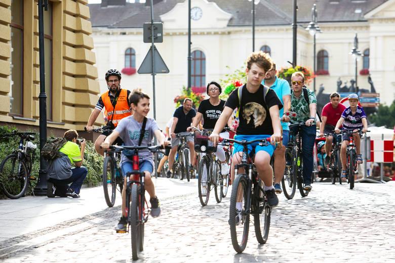 Bydgoszczanie lubią rowerową rekreację - potwierdzają to zarówno odbywające się co miesiąc przejazdy Bydgoskiej Masy Krytycznej, jak i cieszący się popularnością