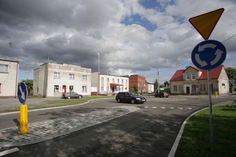 Posterunek policji mieścił się w centrum Jeżewa do 2013 roku. Potem przejęła go gmina i przeniosła do obiektu GOPS.
