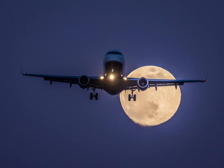 Embraer 170 British Airways z Londynu-City na krótkiej prostej do pasa 27 Katowice Airport. Samolot przyleciał na przegląd techniczny w pyrzowickiej