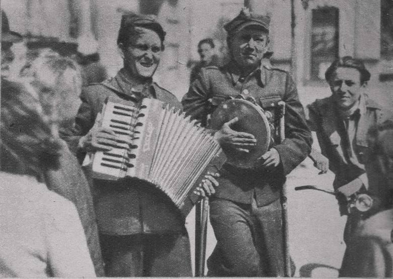 """Anna Jachnina - reporterka radiowa, autorka tekstu piosenki """"Siekiera, motyka"""""""