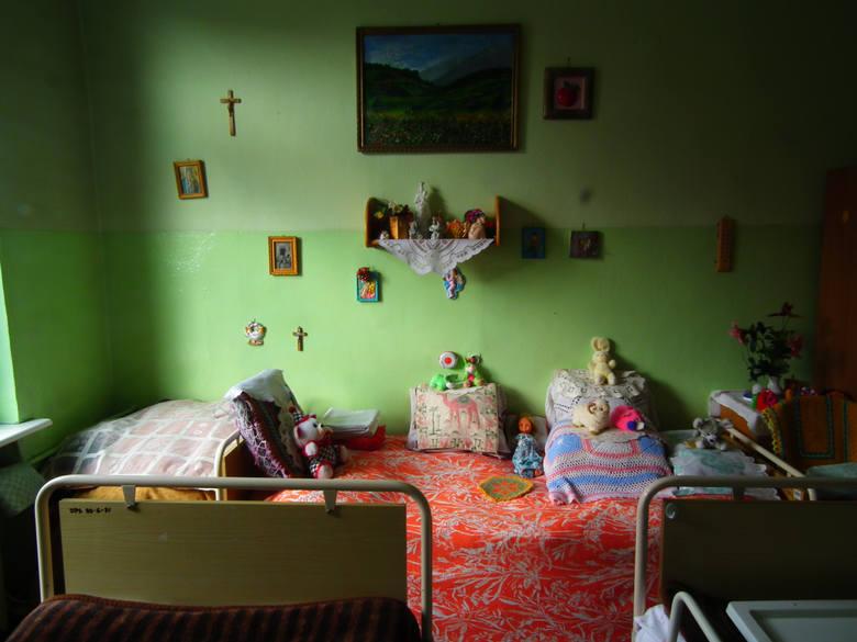 Z danych Wielkopolskiego Urzędu Wojewódzkiego wynika, że w czasie pandemii w 63 Domach Pomocy Społecznej, które prowadzone są przez samorządy liczba zgonów wśród pensjonariuszy była porównywalna do tych samych miesięcy w 2019 roku.