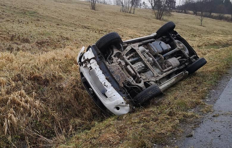 Do zdarzenia doszło we wtorek o godz. 8 na drodze niedaleko Rybotycz (gm. Fredropol) w pow. przemyskim. - Kierujący nissanem navara, 43-letni mieszkaniec