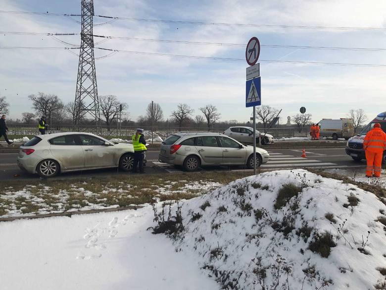 Wypadek na wschodniej obwodnicy Wrocławia. Jedna osoba ranna