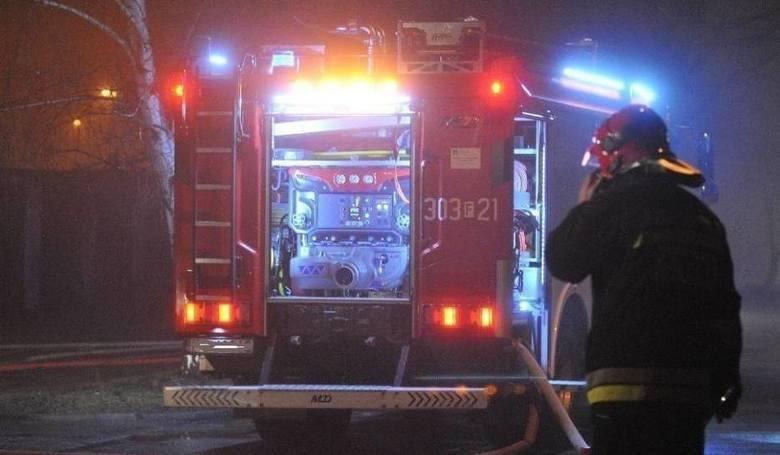 Pożar bel słomy w Żukowie w gminie Wieniawa. Ogień był blisko zabudowań