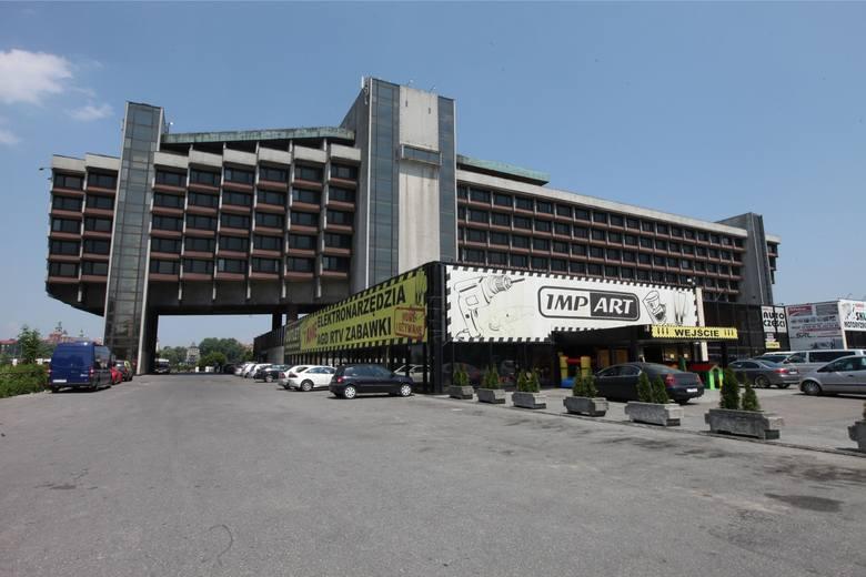 Kraków. W miejscu hotelu Forum 17 apartamentowców, dwa hotele i biurowiec? Wiemy już, kto chce to wybudować