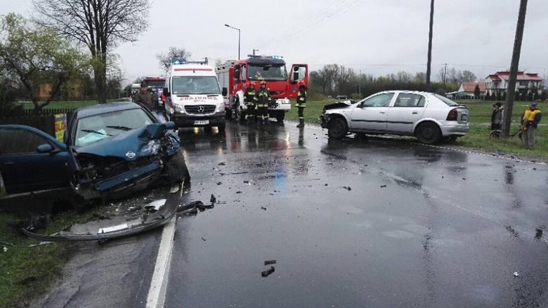 Do groźnie wyglądającego zdarzenia drogowego doszło w środę na DK nr 77 w Tryńczy.Ze wstępnych ustaleń policjantów wynika, że kierująca oplem astrą 50-letnia