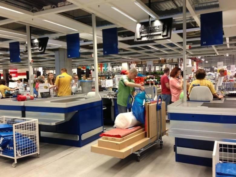 Zmiany w Ikea. W sklepach we Wrocławiu i Łodzi szwedzka sieć wprowadziła możliwość zakupów na telefon. Wystarczy krótka rozmowa z konsultantem, by wybrany