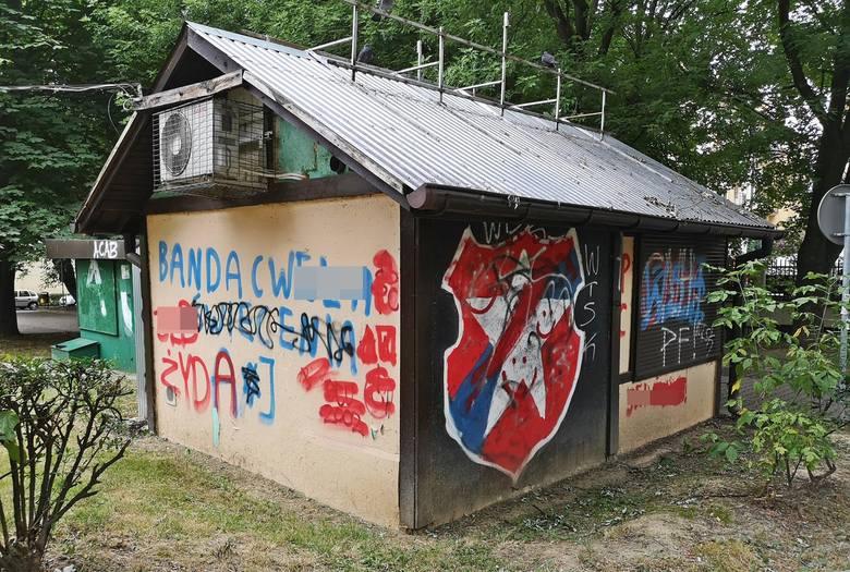 Kraków. Osiedla dewastowane przez pseudokibiców krakowskich klubów piłkarskich [ZDJĘCIA]