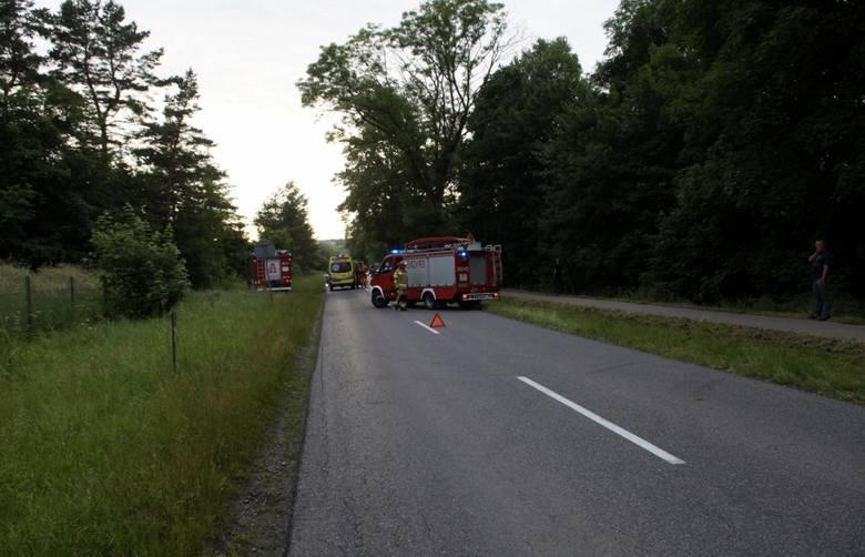 Dziś (poniedziałek 29.06)  około godziny 19 w Bierkowie doszło do groźnie wyglądającego zderzenia 2 samochodów. Na miejscu zdarzenia pracowali policjanci