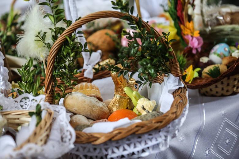 Święta Wielkanocne tuż, tuż... Zanim usiądziemy do wielkanocnych, świątecznych stołów, pójdziemy do kościołów poświęcić pokarmy. Szykowanie święconki