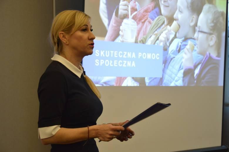 Pierwsze gorzowskie rodziny otrzymały już 500 zł na pierwsze dziecko.