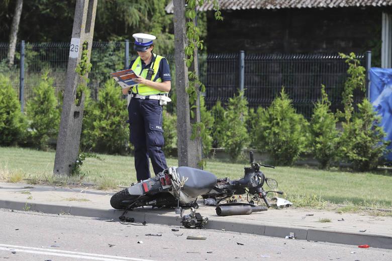 Ze wstępnych ustaleń policjantów wynika,iż 28-letni kierowca skutera nie ustąpił pierwszeństwa jadącej prawidłowo w kierunku Białegostoku toyocie.