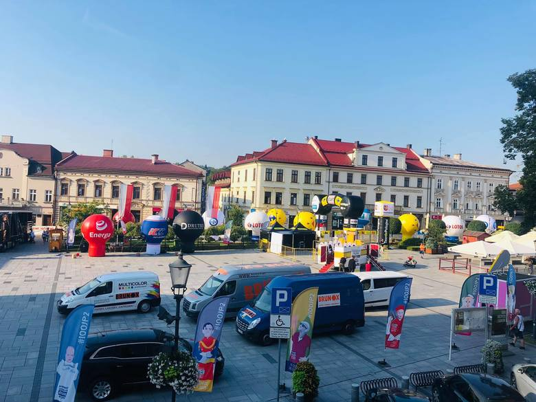 W Wadowicach trwają ostatnie przygotowaniai do startu wyścigu. Podstawiono już papamobile - będzie atrakcją dla kibiców. Kierowcy muszą sę jednak liczyć
