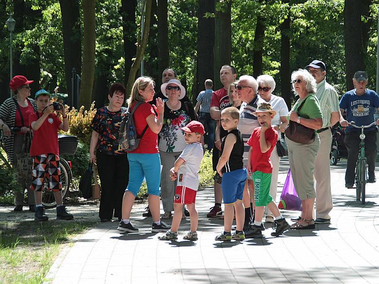 Zwiedzanie z przewodnikiem Parku w GrudziądzuPierwsza grupę grudziądzan poprowadziła Anna Tynkiewicz - Hinz