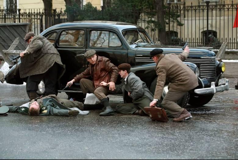 """Zamach na Kutscherę (kadr z filmu """"Generał Nil"""")"""