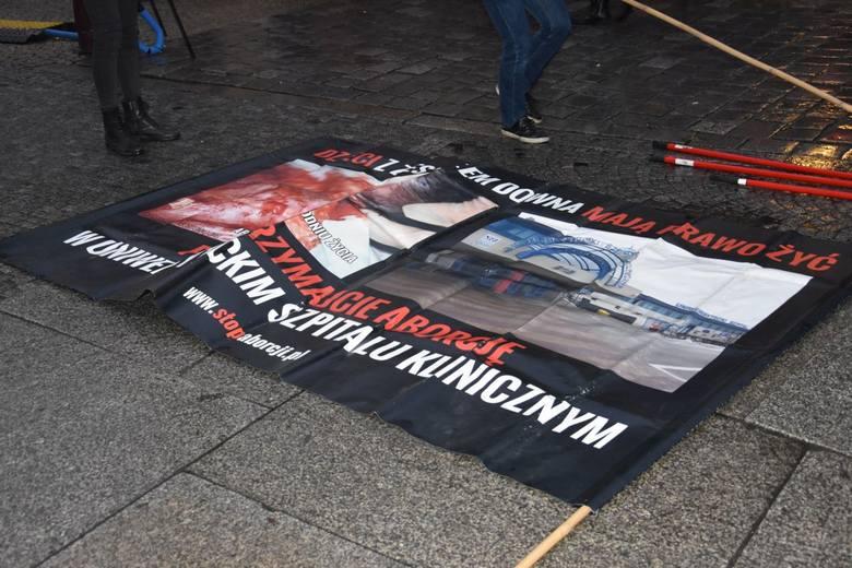Protest za zakazem aborcji na Jarmarku Bożonarodzeniowym we Wrocławiu