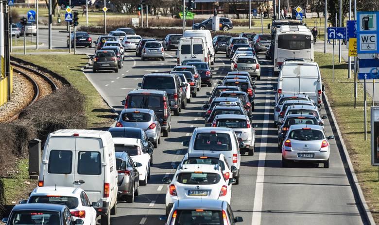 Jedno z ułatwień już zostało wprowadzone. Od 1 października kierowcy nie muszą ze sobą wozić dowodu rejestracyjnego i ubezpieczenia OC.