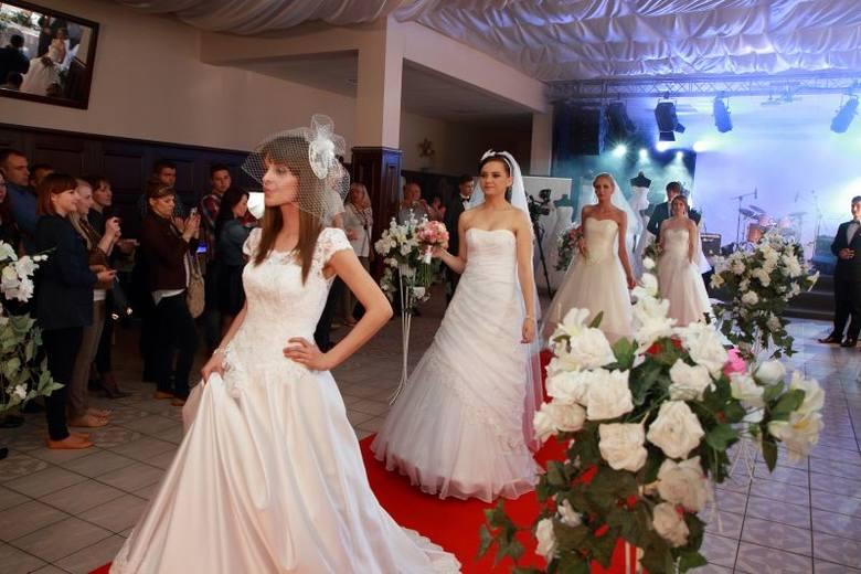 Zjawiskowy pokaz sukien ślubnych. Zdaniem uczestników, modelki wyglądały magicznie.