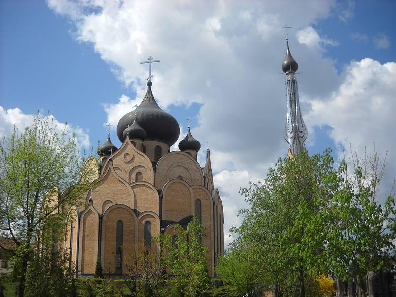 Cerkiew pod wezwaniem Świętego Ducha została zaprojektowana przez Jana Kabaca. Wznoszona od lat 80. XX wieku i wyświęcona w 1999 świątynia jest największą