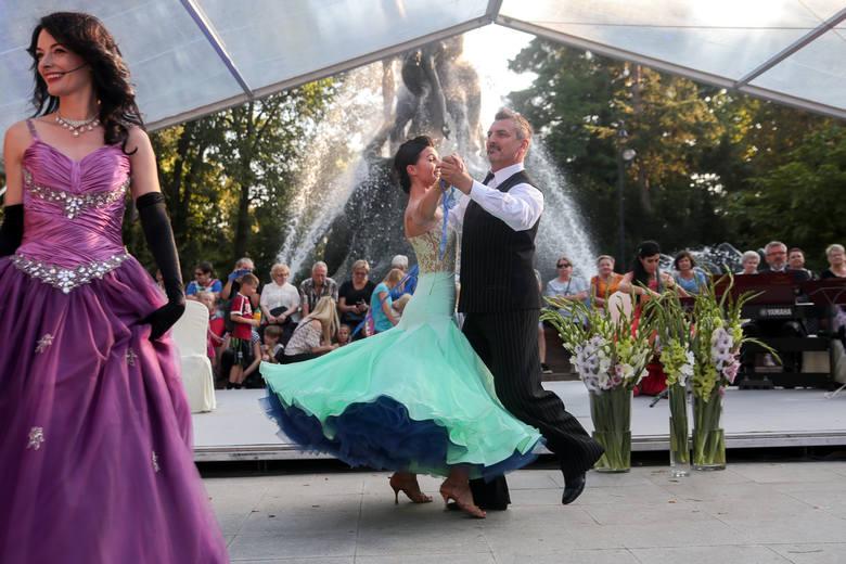 """Jak na każdym koncercie Fontanny Muzyki, czaru muzyce dodadzą tancerze z bydgoskiego Studia Tańca """"Bailamos"""""""