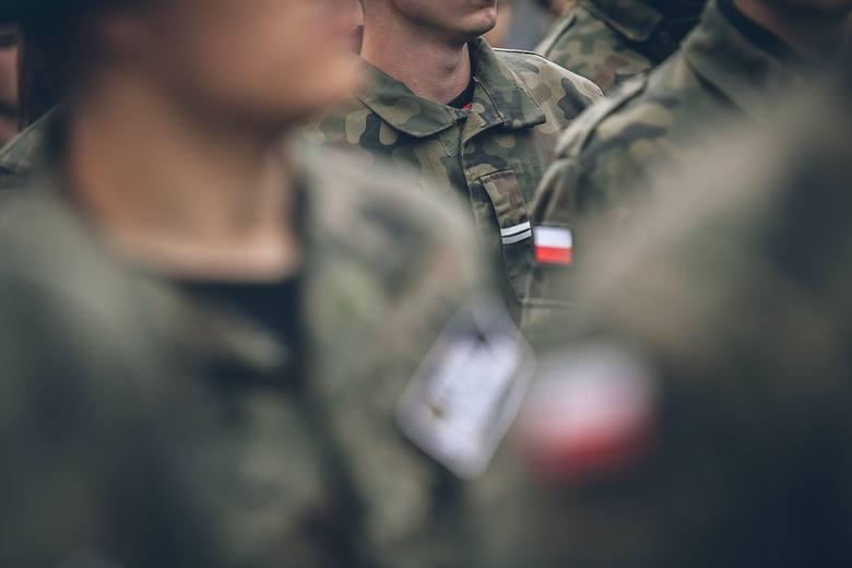 Polskie wojsko zdominowane jest przez mężczyzn, nie znaczy, że wśród żołnierzy nie znajdziemy też kobiet. Sprawdziliśmy ile pań pracuje w wojsku i ma