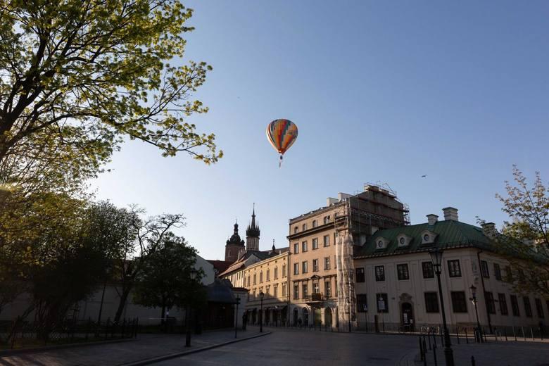 Ludzkość zafascynowała się balonami w XVIII wieku. Kraków był ważnym ośrodkiem tych eksperymentów, to tu pobito światowy rekord.